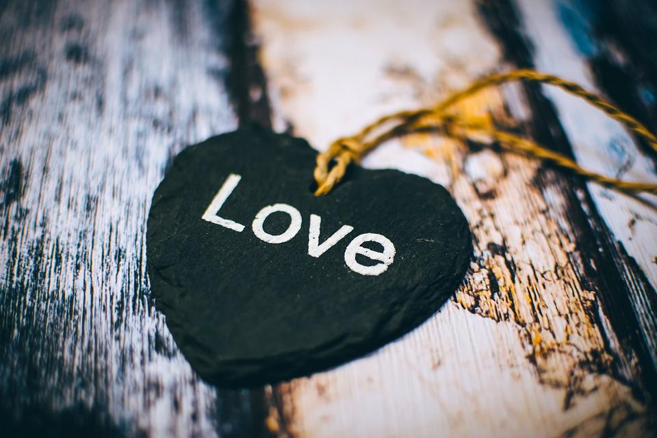 Mensajes de buenas noches románticas para él